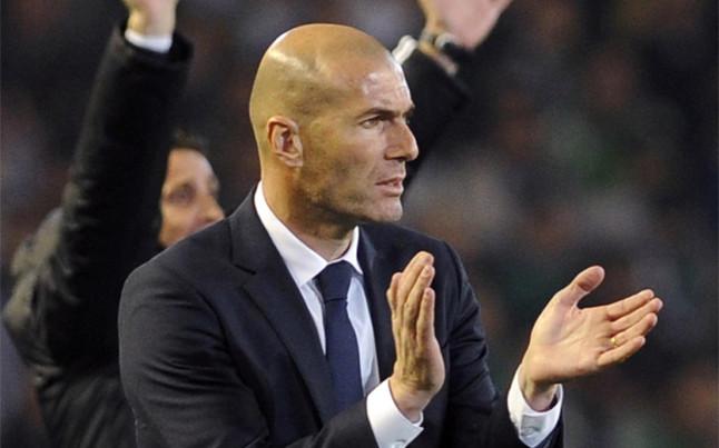 zinedine-zidane-momento-del-partido-entre-real-betis-real-madrid-2015-16-1453672795558