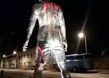 La estatua de Cristiano en Madeira, con pintadas de Messi